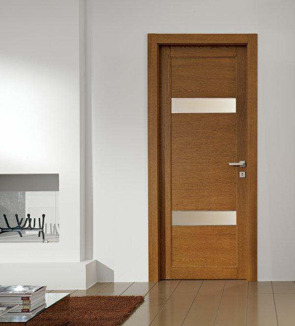 модная межкомнатная дверь фото дерево стекло массив