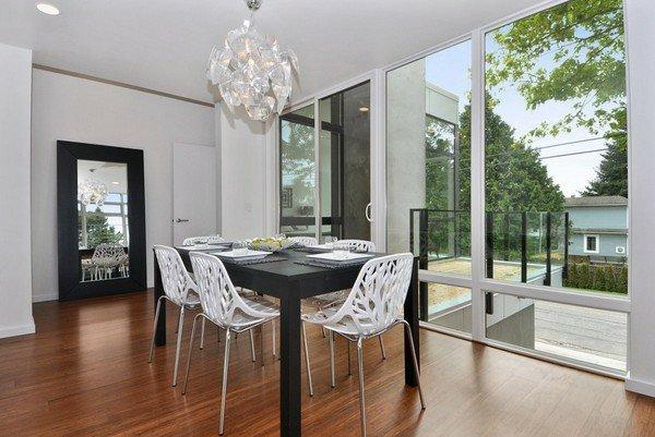 пластиковые ажурные стулья обеденные для кухни фото белые