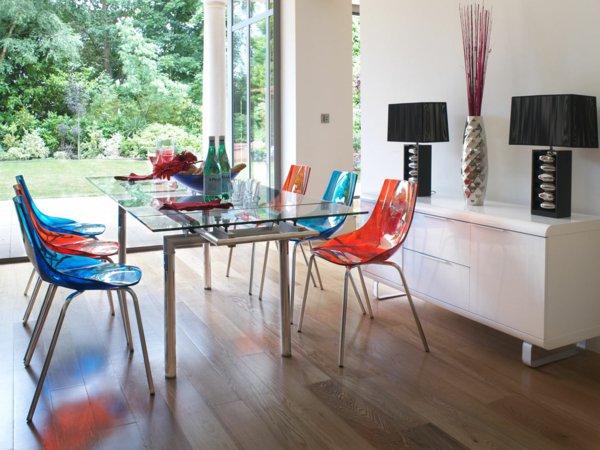 пластиковые красные синие стулья для кухни фото современные
