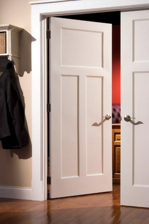 распашная межкомнатная дверь белая фото
