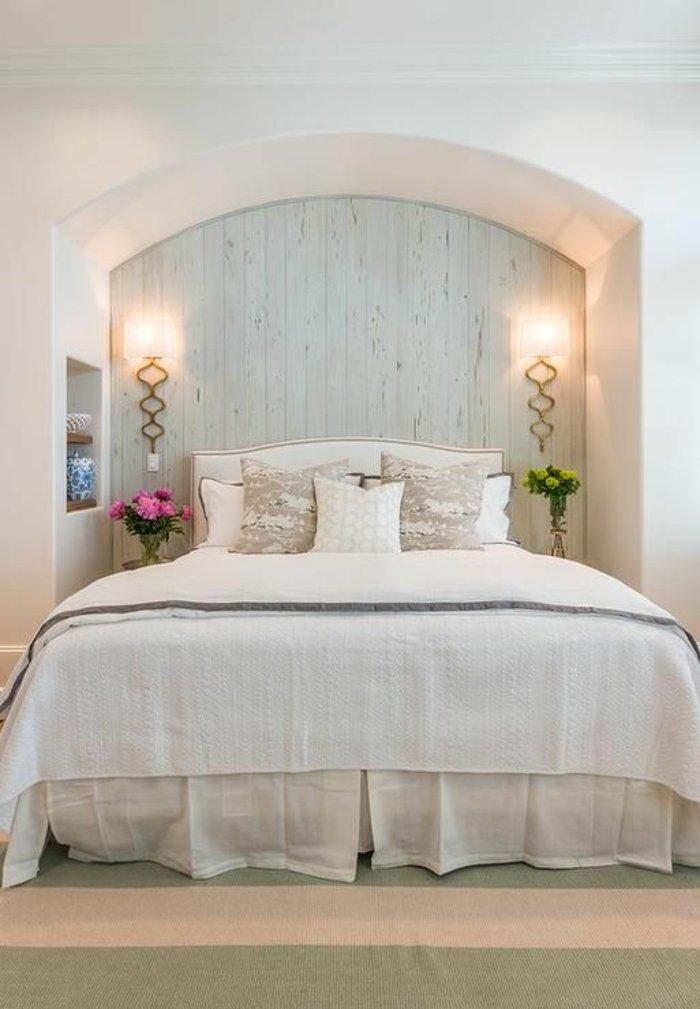 романтичный интерьер спальни фото белая светильники бра