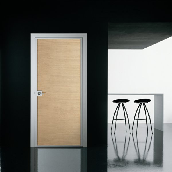 темные стены светлая межкомнатная дверь фото