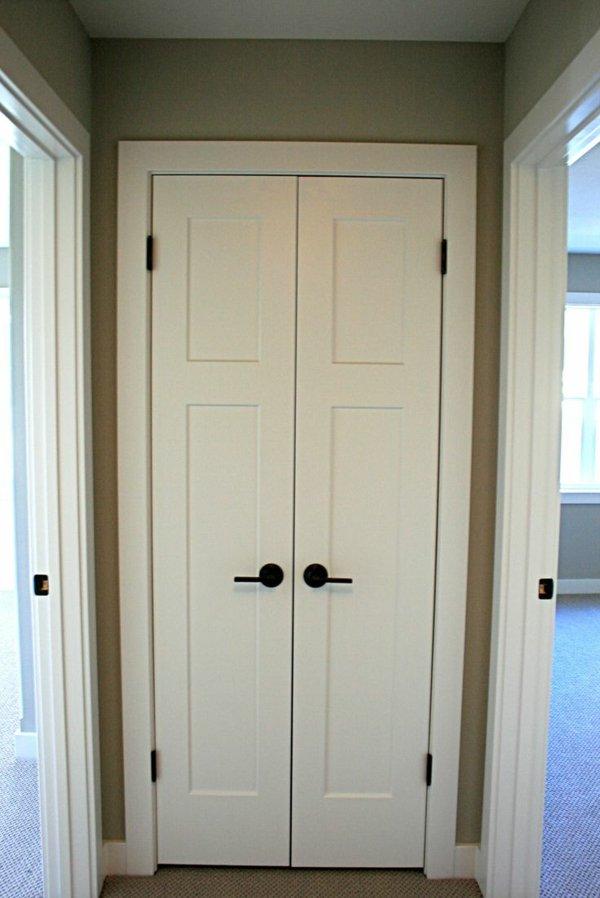 узкая межкомнатная дверь белая распашная фото