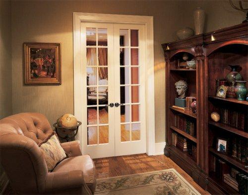 узкая межкомнатная дверь белая со стеклом распашная фото классический стиль