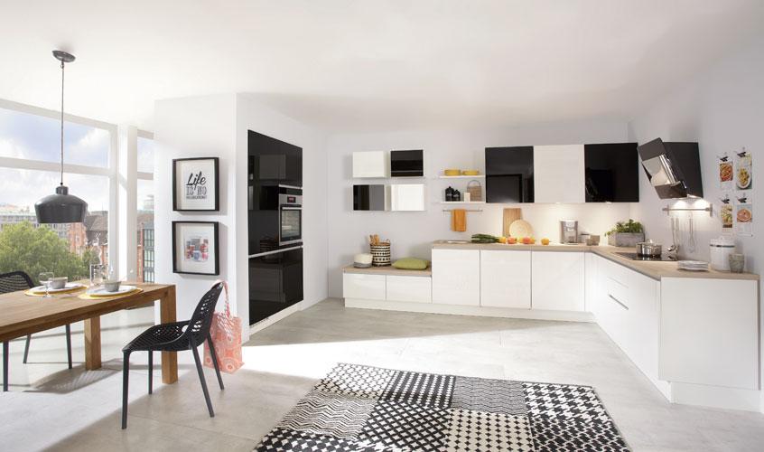 дизайн черной кухни фото интерьер черный верх белый низ