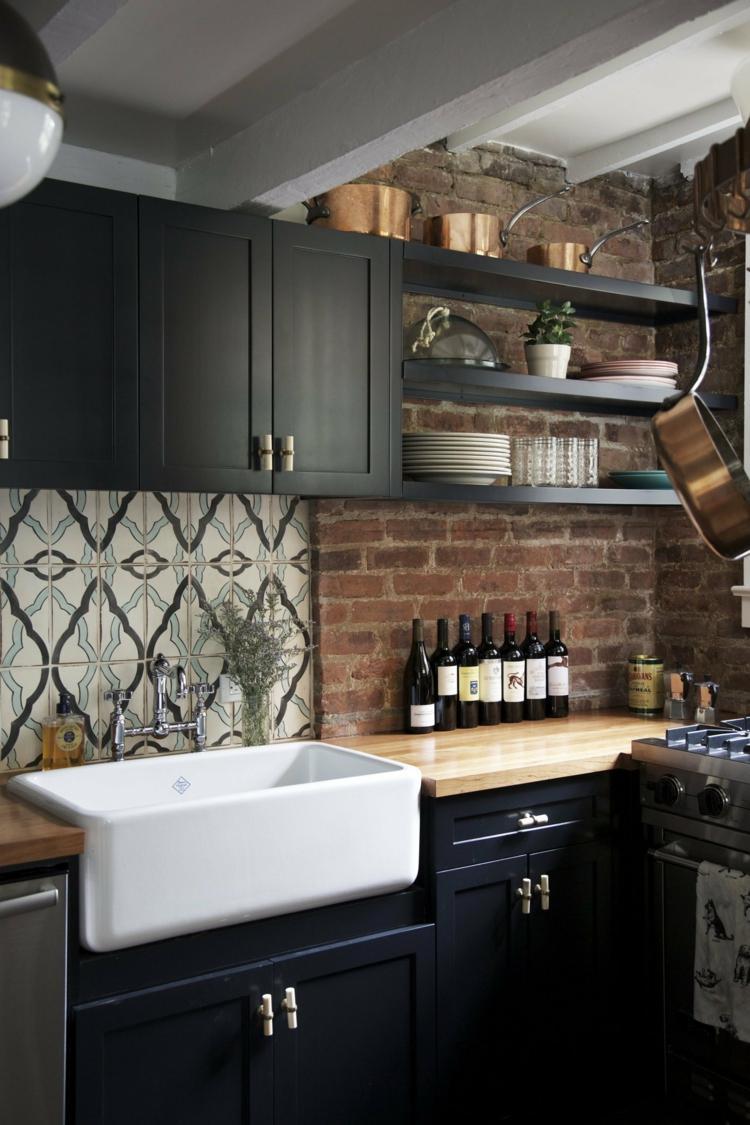 дизайн черной кухни фото интерьер кафельный фартук деревянная столешница