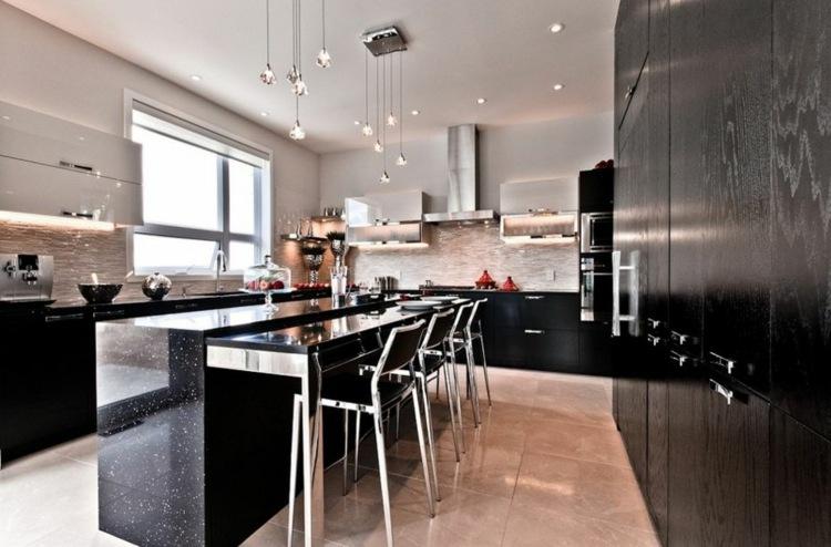 дизайн черной кухни фото интерьер кухонный островок гранит барная стойка