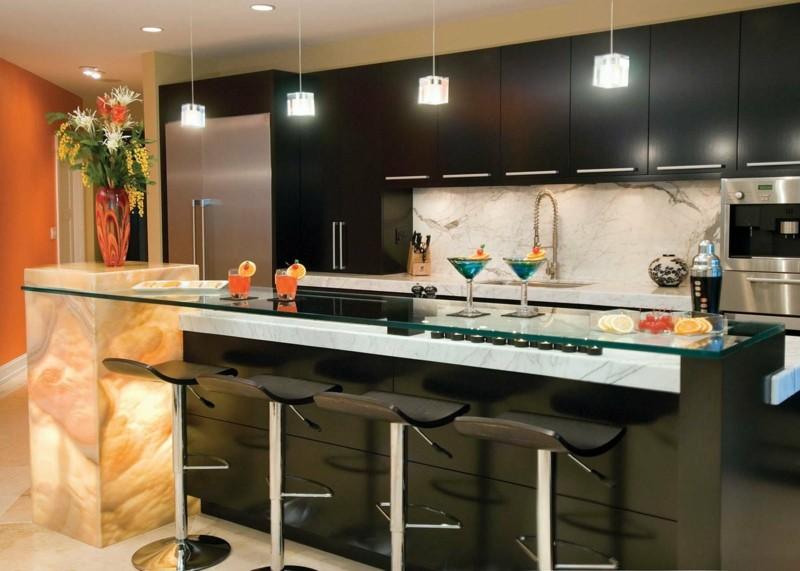 дизайн черной матовой кухни фото интерьер столешница из оникса мрамора