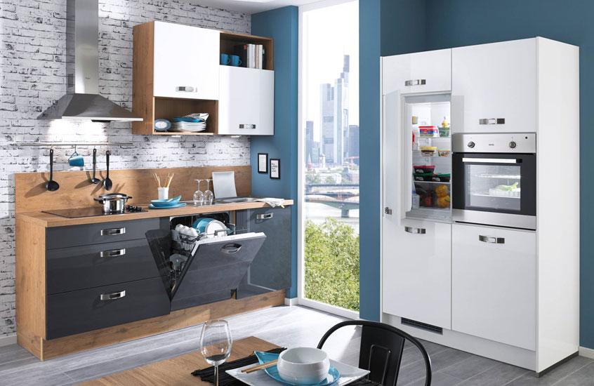 дизайн глянцевой черно белой кухни фото интерьер