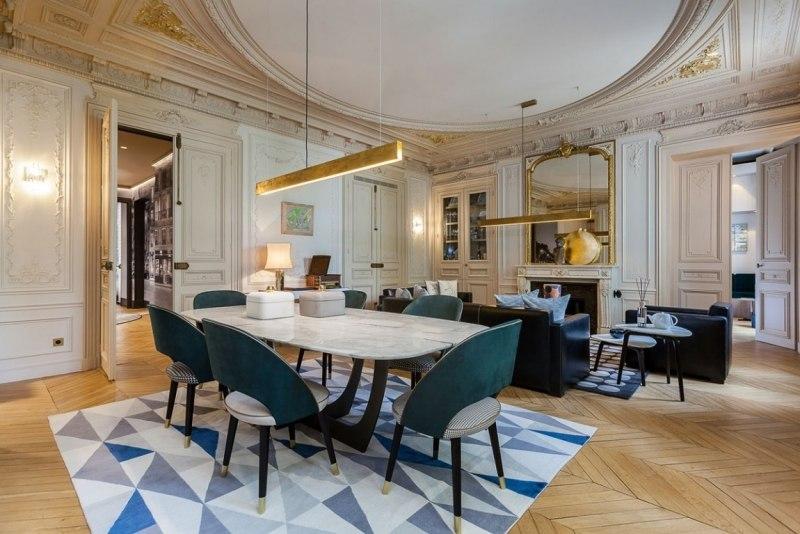 гостиная в стиле современное барокко фото лепнина резная мебель двери