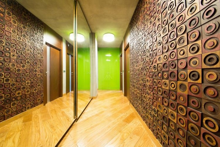идеи дизайна коридора фото деревянные 3д-панели зеркальный шкаф купе