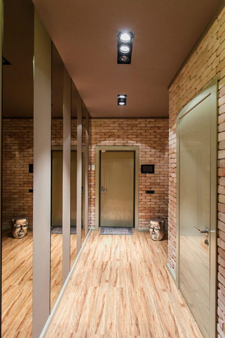 идеи дизайна коридора фото кирпич отделка стен зеркальный шкаф купе