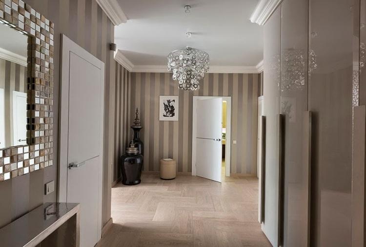 идеи дизайна коридора фото зеркало мозаика обои в полоску вертикальную