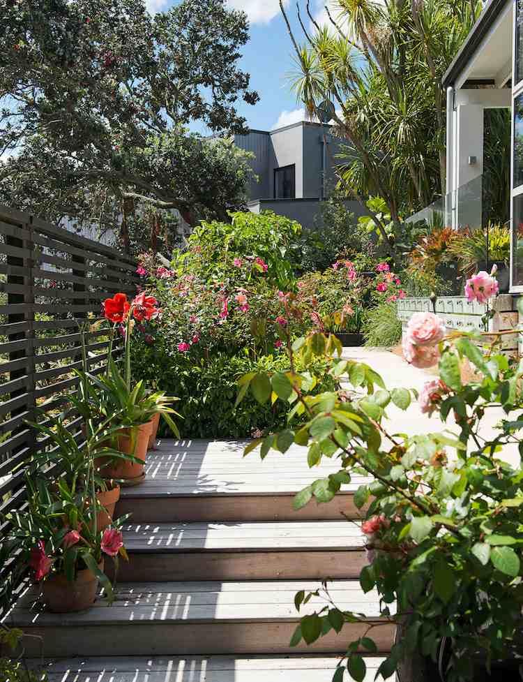 идея деревянной садовой лестницы своими руками на террасе