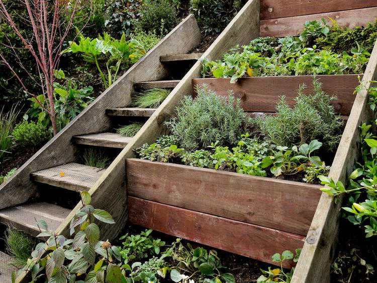 идея садовой деревянной лестницы своими руками из досок
