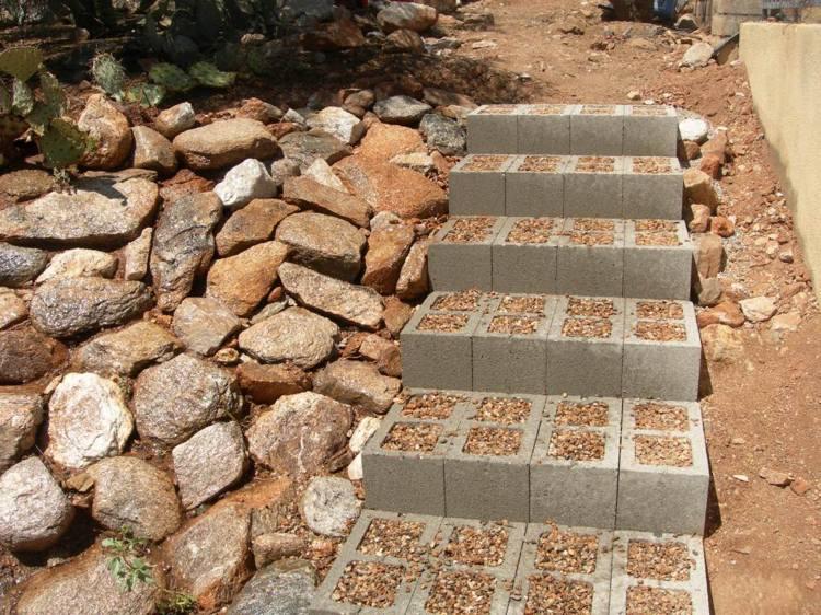идея садовой лестницы своими руками из бетонных блоков