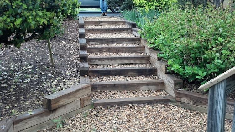 идея садовой лестницы своими руками из бруса щебня
