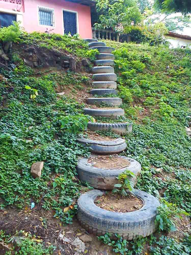 идея садовой лестницы своими руками из шин автопокрышек