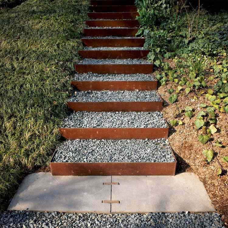 идея садовой лестницы своими руками из стали и щебня