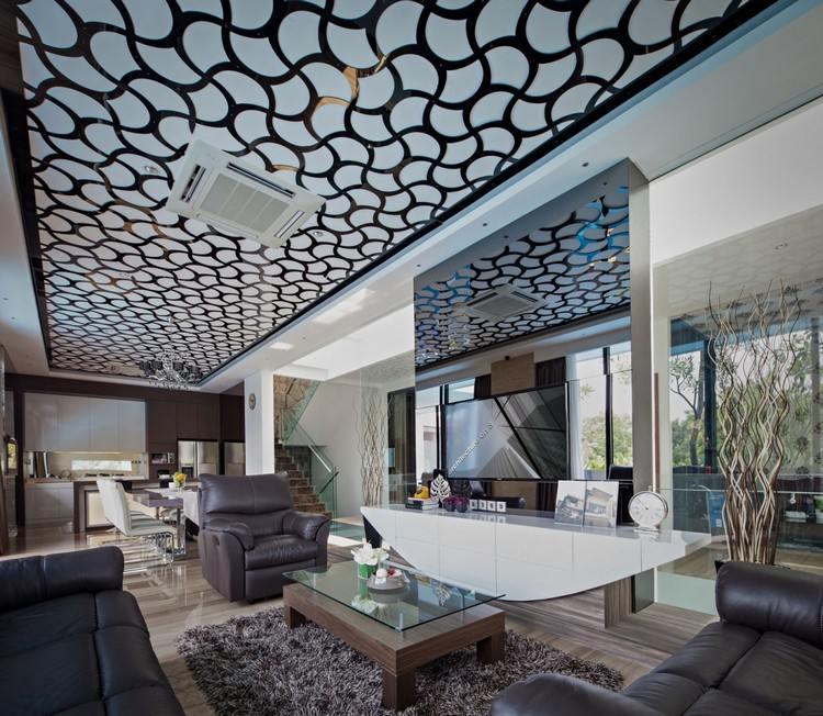 идея современного дизайна потолка фото ажурная металлическая панель
