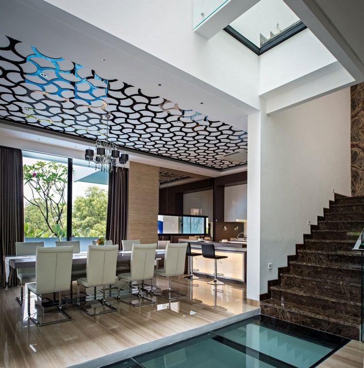 идея современного дизайна потолка фото столовая ажурный узор