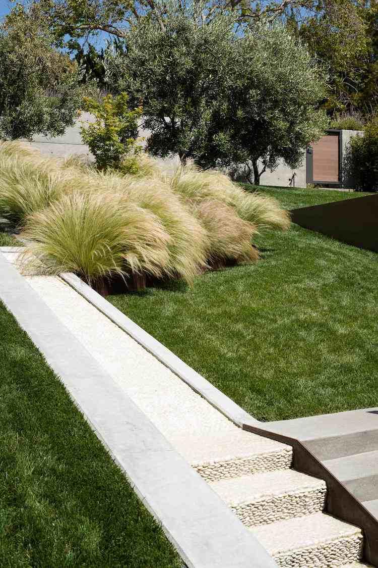 идея современной садовой лестницы своими руками из бетона