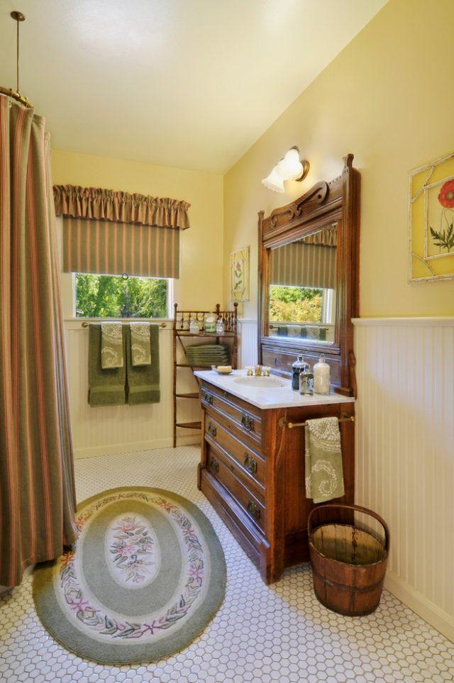 комната ванная ретро стиль фото классическая мебель занавески