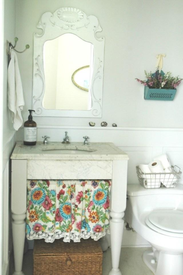 комната ванная ретро стиль фото мраморная столешница изящные ножки