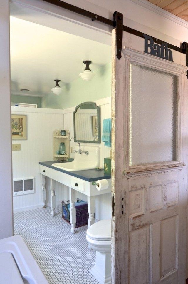 комната ванная ретро стиль фото раздвижные двери белый