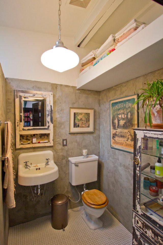 комната ванная ретро стиль фото серые стены потертая мебель