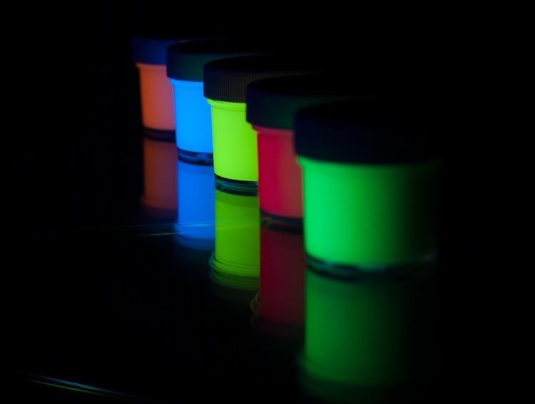 люминесцентные краски для стен фото применение