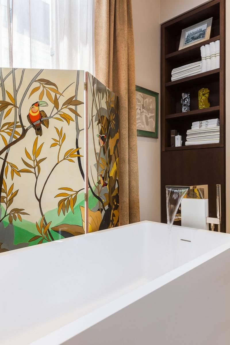 современная ванная фото стеллаж ширма у окна