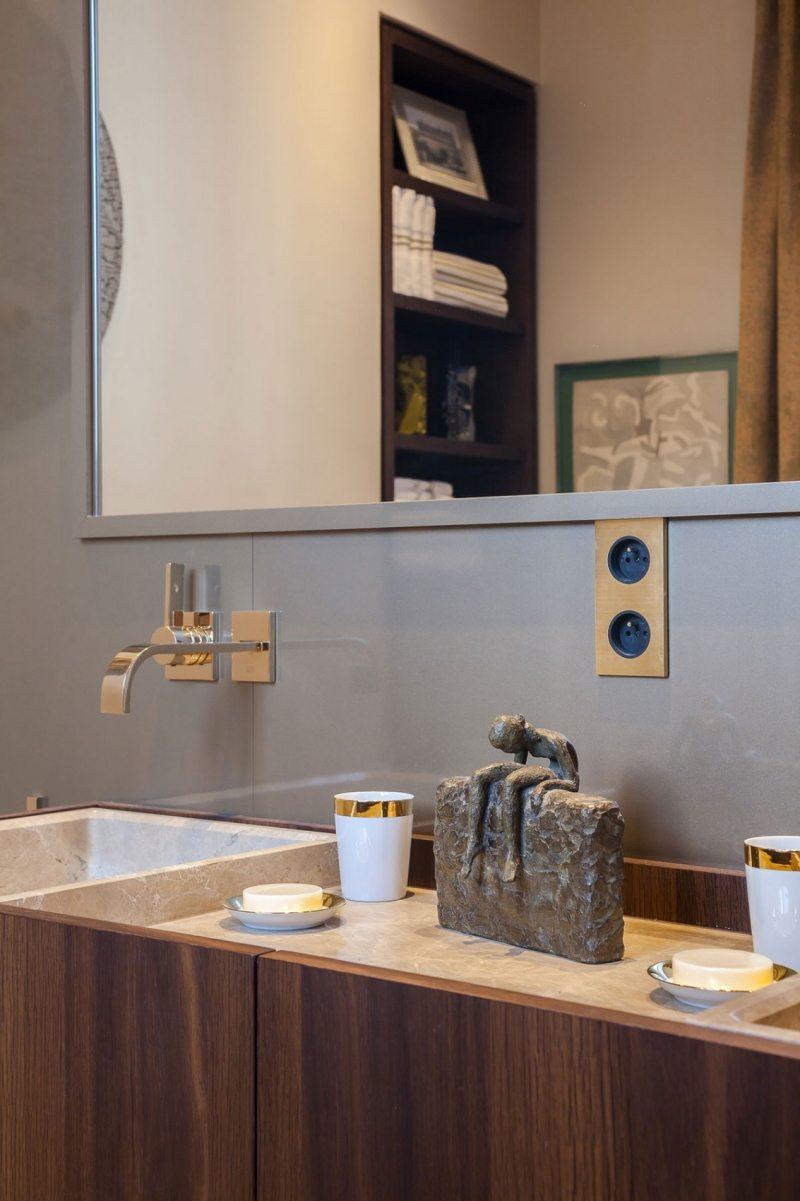 современная ванная элементы барокко фото гранитная статуэтка