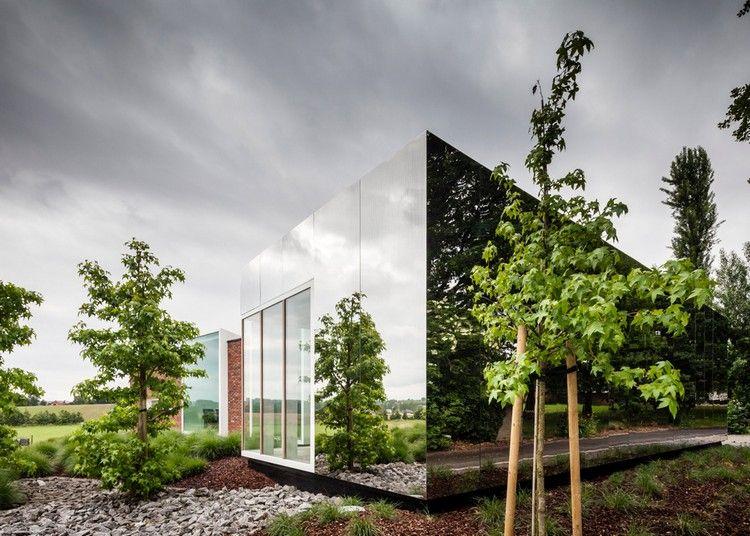 современный фасад зеркальный фото офис отражает природу