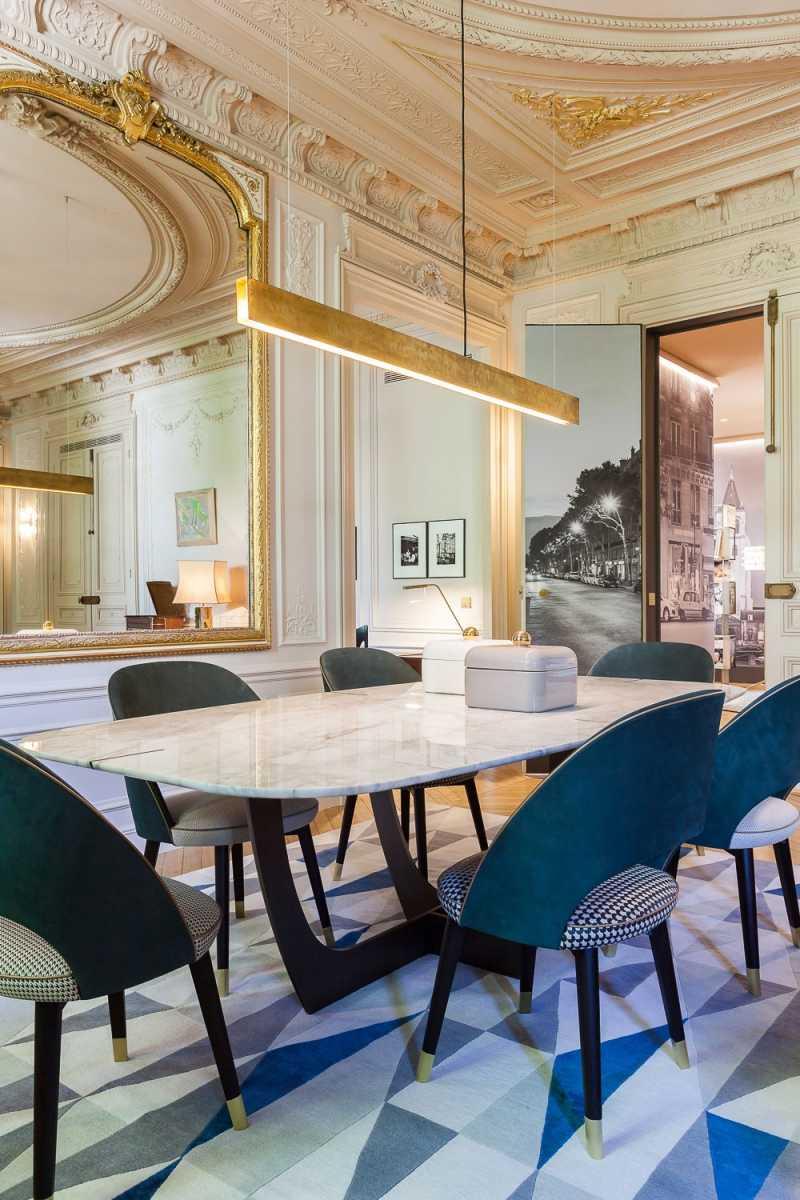 столовая в стиле современное барокко фото лепнина золото зеркало