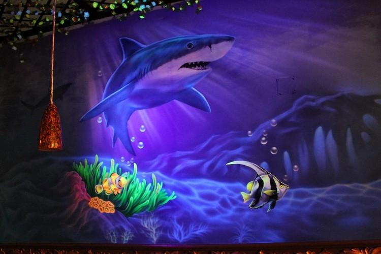 светящиеся рисунки на стене фото подводный мир акула