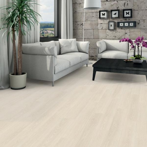 белый ламинат в интерьере гостиной фото серая мебель черный стол