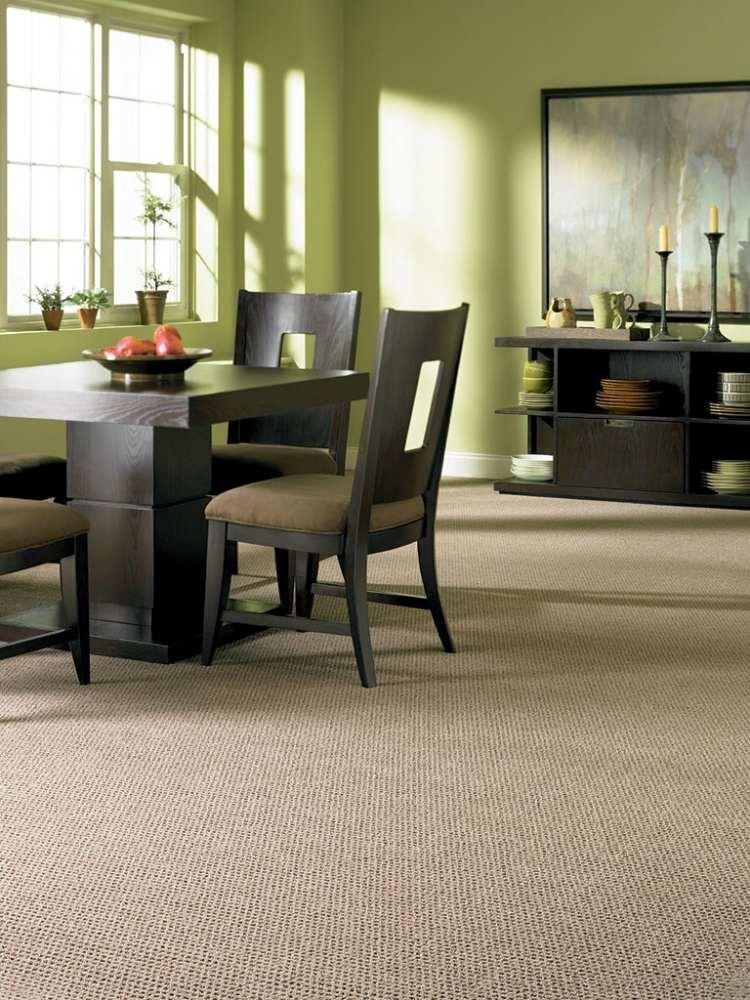 бежевый ковролин в интерьере фото палас на пол в столовой