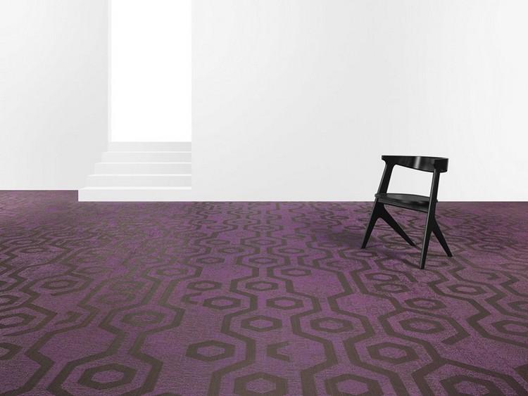 фиолетовый ковролин в интерьере фото палас на пол графический узор