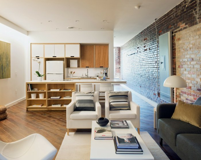 интерьер квартиры в стиле лофт фото кухня гостиная дерево кирпич