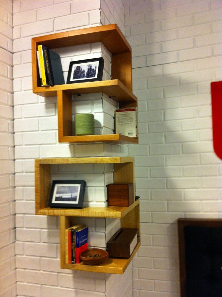 как оформить угол фото декорировать книжные полки