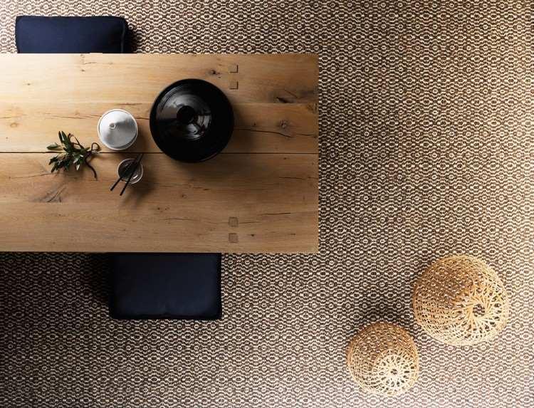 коричневый ковролин в интерьере фото палас на пол столовая в рубчик