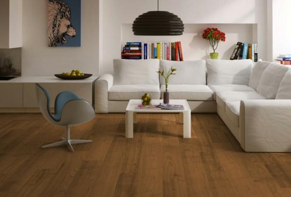коричневый ламинат в интерьере гостиной белый диван мебель фото