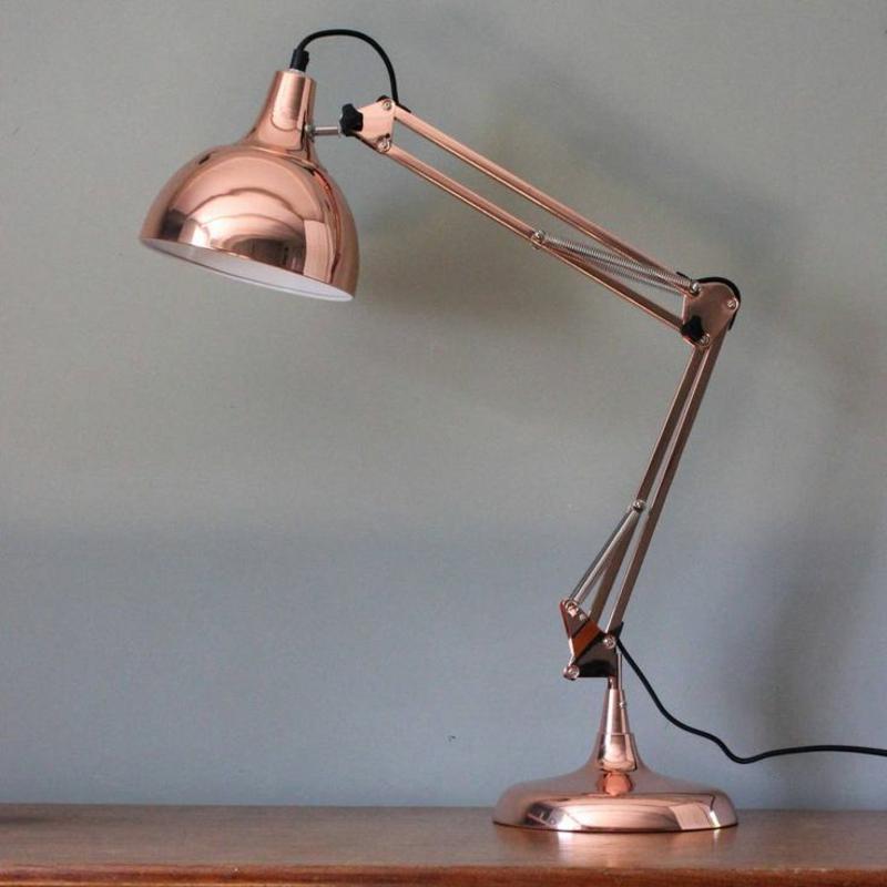 освещение офиса фото домашний офис настольная лампа медного цвета