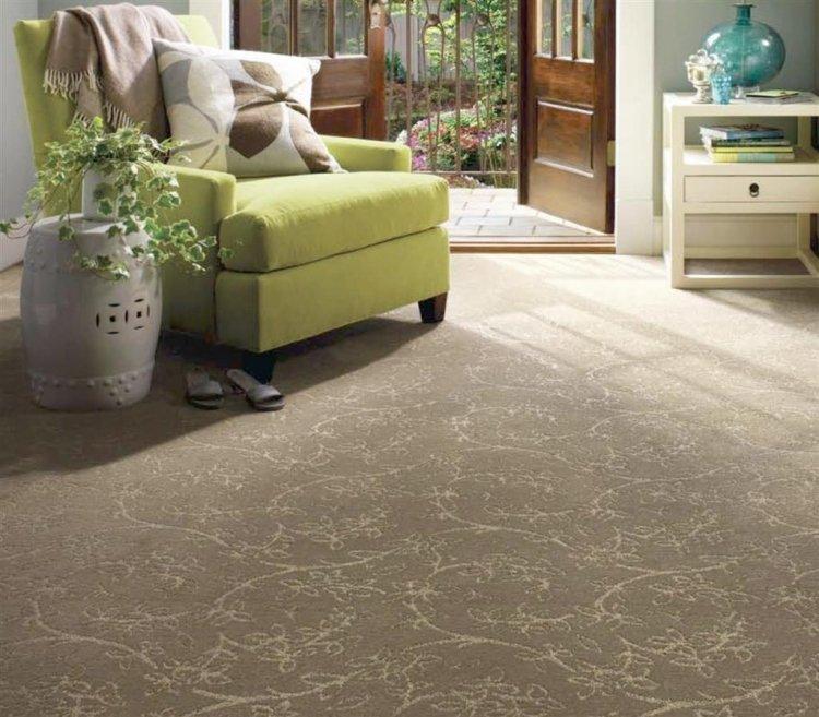 серый ковролин в интерьере фото палас на пол в гостиной с цветочным узором