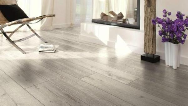 серый ламинат ламинат в интерьере гостиной фото