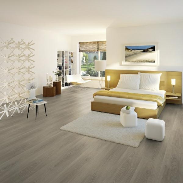 серый ламинат в интерьере спальни фото желтая кровать