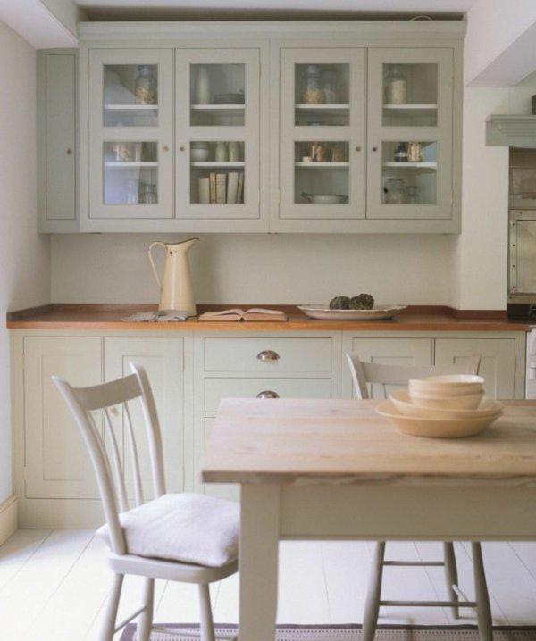 современный кантри стиль на кухне фото белый бежевый