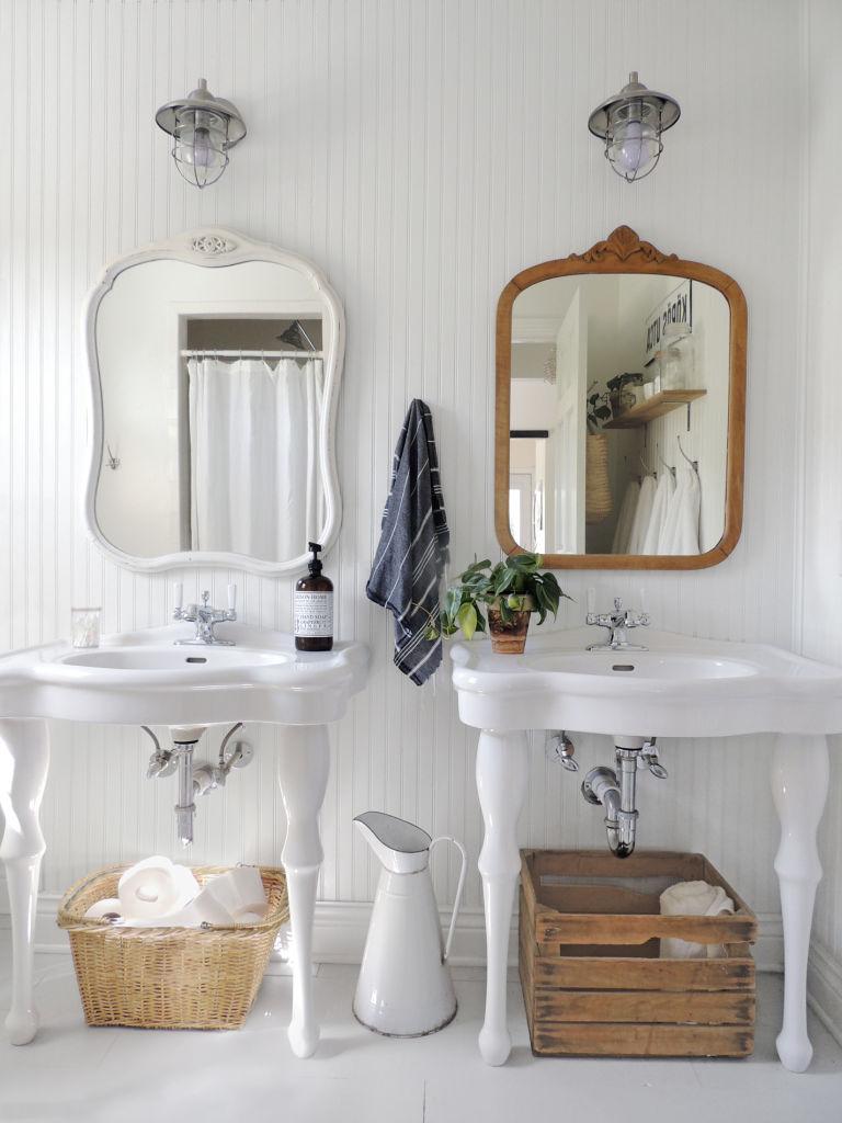 стиль кантри в ванной фото раковина на ножках зеркала