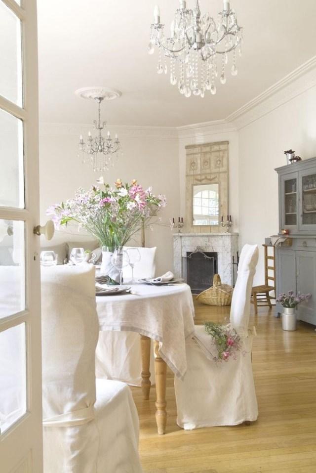 стиль шебби шик в интерьере гостиной фото чехлы на стулья цветы аксессуары декор